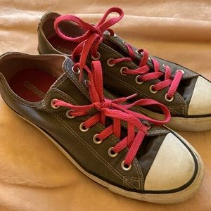 Gray and pink converse